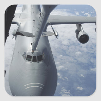 Un suplemento KC-10 se prepara para reaprovisionar Pegatina Cuadrada