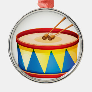 Un tambor grande del juguete adorno redondo plateado