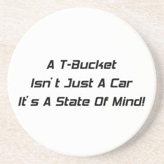 Un Tbucket no es apenas un coche su un estado de á Posavasos De Arenisca