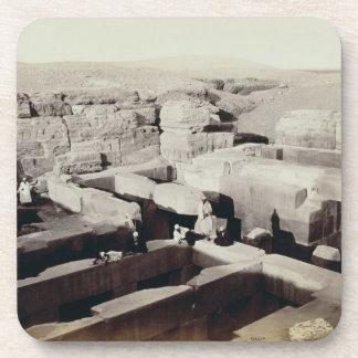 Un templo excavado en el pie de la esfinge, 4ta posavasos de bebida