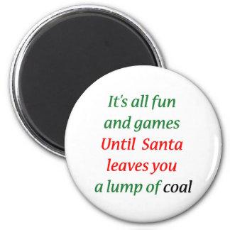 Un terrón del carbón imán de frigorifico