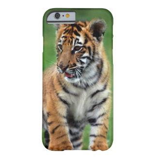 Un tigre de bebé lindo funda de iPhone 6 slim