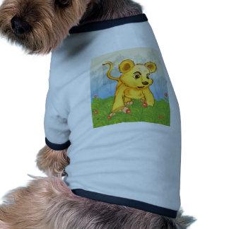 Un tigre joven en el bosque camiseta con mangas para perro