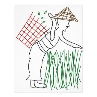 Un trabajador que cosecha las hojas de té membrete a diseño