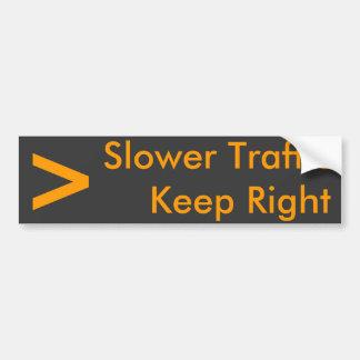 Un tráfico más lento guarda a la derecha - modif etiqueta de parachoque