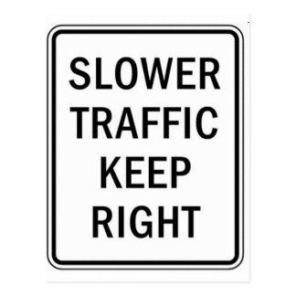 Un tráfico más lento guarda a la derecha postal