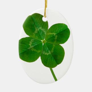 Un trébol de cuatro hojas adorno navideño ovalado de cerámica