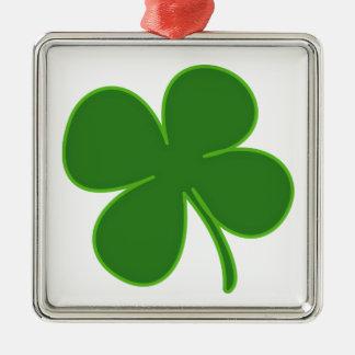 Un trébol verde afortunado adorno navideño cuadrado de metal