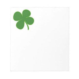 Un trébol verde afortunado bloc de notas