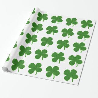 Un trébol verde afortunado papel de regalo