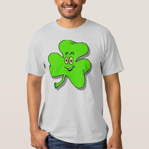 un trébol verde feliz para el día del patrics del polera