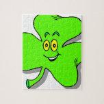 un trébol verde feliz para el día del patrics del  puzzles