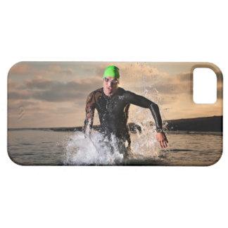 Un triathlete en el océano iPhone 5 Case-Mate protector