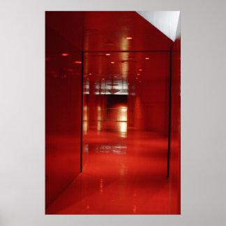 Un vestíbulo muy rojo póster