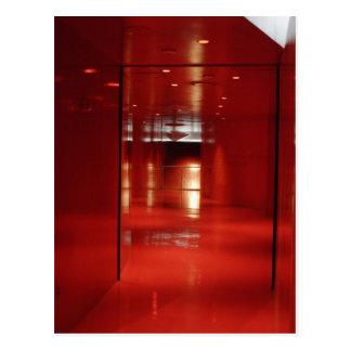Un vestíbulo muy rojo postal