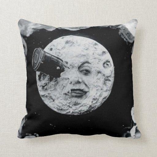 Un viaje a la luna (blanco y negro) cojines