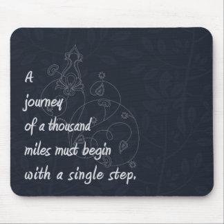 Un viaje… Proverbio del zen Alfombrilla De Ratones