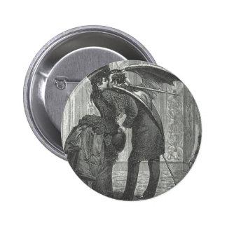 Un Victorian del beso/un vampiro con alas gótico Pin Redondo 5 Cm