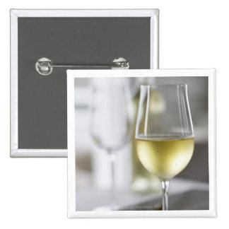 Un vidrio del vino blanco 2 pins