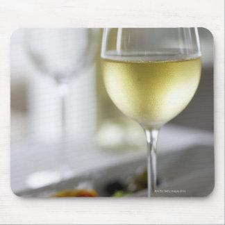 Un vidrio del vino blanco 2 tapete de raton