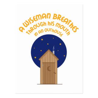 Un Wishman respira Throogh su boca en un Outhou Tarjetas Postales