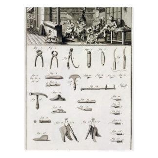 Un zapato y un bootmaker y sus herramientas, del ' postal