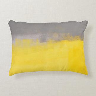 """"""""""" Una almohada gris y amarilla abstracta simple Cojín Decorativo"""