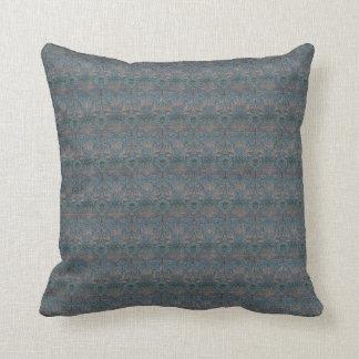 Una almohada más grande del damasco del pavo real
