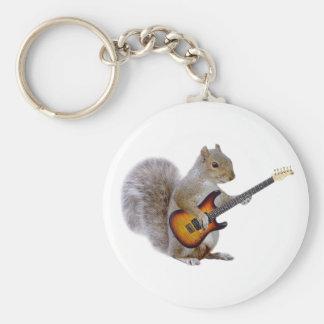 Una ardilla que toca la guitarra llavero redondo tipo pin