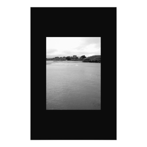 Una bahía tranquila en Irlanda. Rosscarbery. cerca Tarjetones