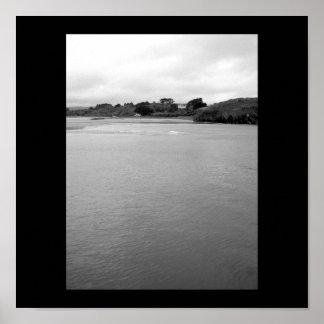 Una bahía tranquila en Irlanda. Rosscarbery. cerca Poster