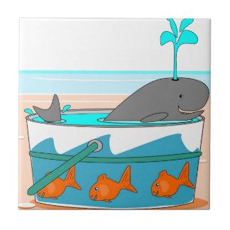Una ballena en un cubo teja