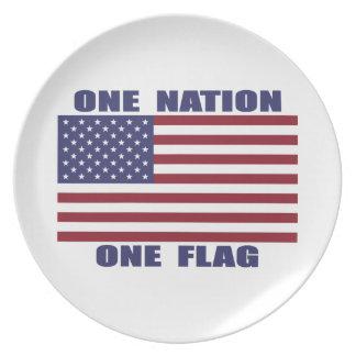 Una bandera de la nación una platos