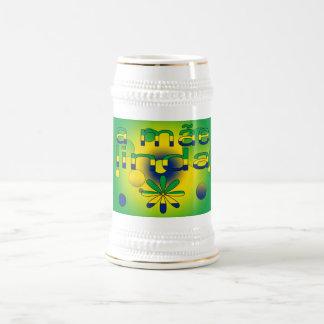 Una bandera de Mãe Linda el Brasil colorea arte Jarra De Cerveza