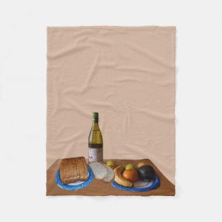 Una barra de pan, un jarro de vino y mil manta de forro polar