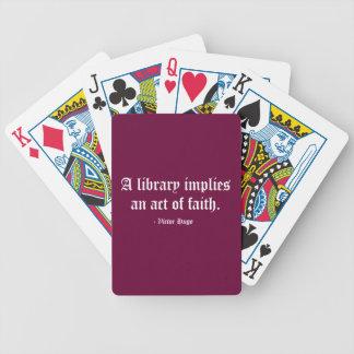 Una biblioteca implica un acto de la fe baraja cartas de poker