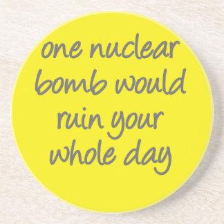 Una bomba nuclear arruinaría su jornada completa posavaso para bebida