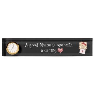 Una buena placa del escritorio de la enfermera