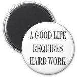 Una buena vida requiere el trabajo duro imanes de nevera