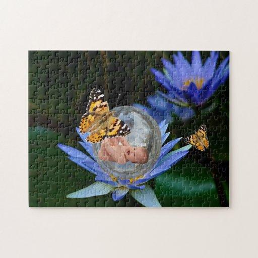 Una burbuja linda de la mariposa del lirio del beb puzzles con fotos