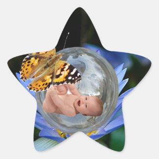 Una burbuja linda de la mariposa del lirio del pegatina en forma de estrella