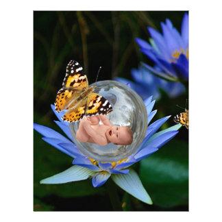 Una burbuja linda de la mariposa del lirio del plantilla de membrete