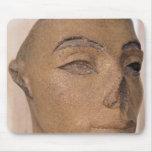Una cabeza real, posiblemente de Nefertiti, de Alfombrilla De Ratón