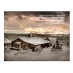Una cabina cómodamente en las montañas: Postal de
