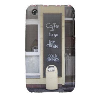 una cafetería con un café a ir muestra carcasa para iPhone 3