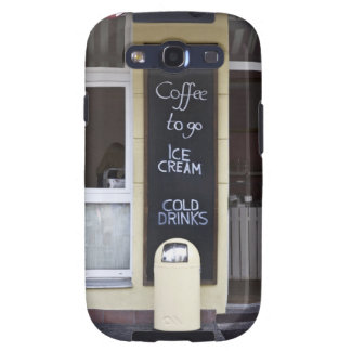 una cafetería con un café a ir muestra samsung galaxy s3 fundas