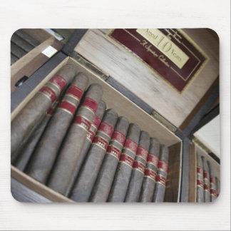 Una caja de cigarros tapete de ratones