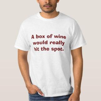 Una caja de vino golpearía realmente el punto playeras