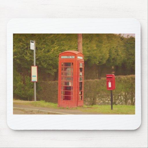 Una caja del poste, una cabina de teléfonos y una  alfombrillas de ratón