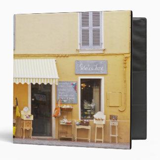 """Una calle de mercado en la ciudad vieja con una carpeta 1 1/2"""""""